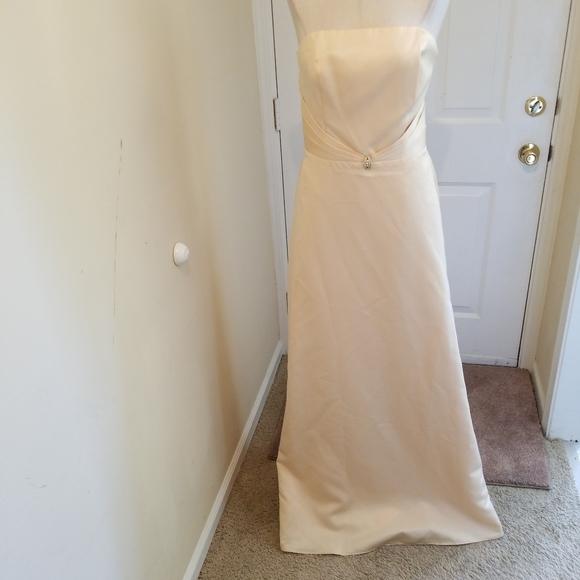 Jordan Dresses & Skirts - Gold dress